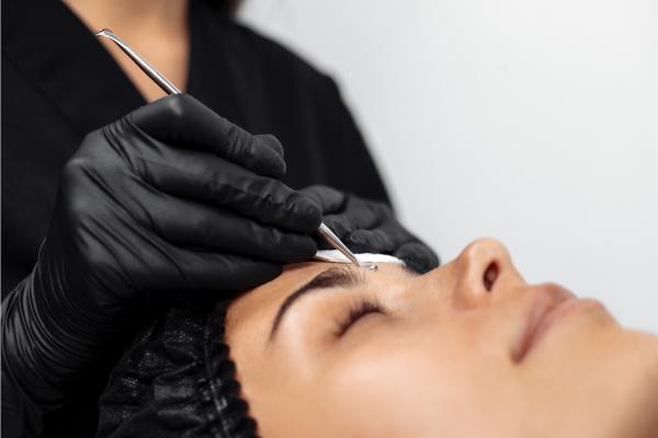 Процесс механической чистки лица